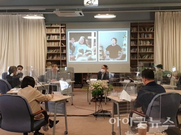 기독교윤리실천운동과 크리스챤아카데미는 한국 사회와 교회의 통합을 논의하는 대화모임을 '극우 개신교는 어떻게 기독교를 대표하게 됐는가'라는 주제로 지난 25일 서울 종로구 대화의집에서 열었다.